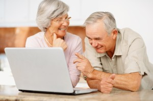 couple with computer_101767645